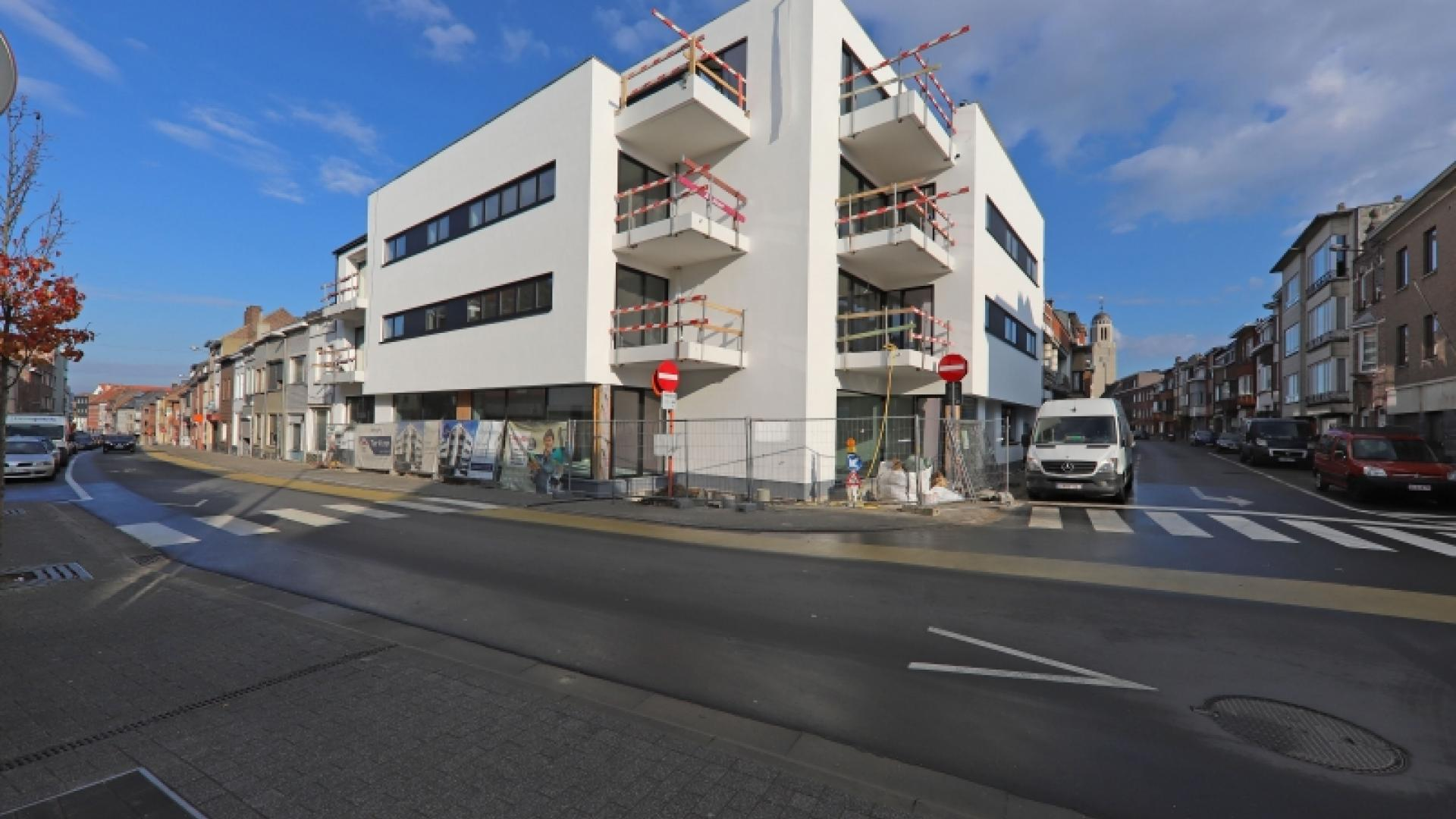 Ruime nieuwbouwappartementen nabij het centrum Halle met parking
