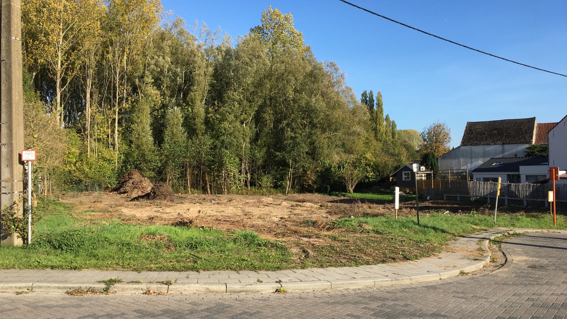 Rustig gelegen bouwgrond voor woning type half-open bebouwing met tuin.